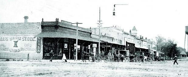 Looking northeast down Lincoln Avenue, circa 1900. (Courtesy Lincoln Co. Historical Society)
